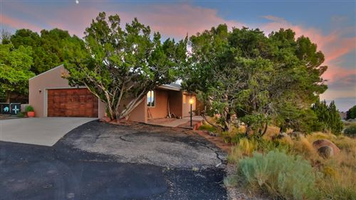 Photo of 617 CEDAR HILL Road NE, Albuquerque, NM 87122 (MLS # 956012)