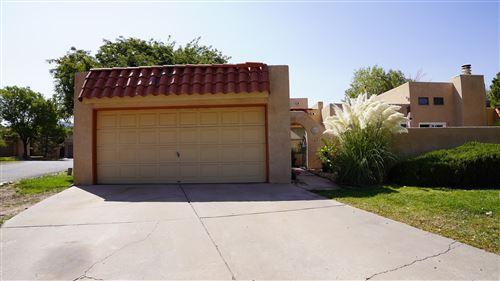 Photo of 600 WILLOW Court SE #A, Albuquerque, NM 87123 (MLS # 978012)