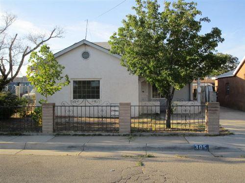 Photo of 305 PHOENIX Avenue NW, Albuquerque, NM 87107 (MLS # 966017)