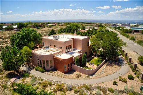 Photo of 11110 Palomas Road NE, Albuquerque, NM 87122 (MLS # 975019)