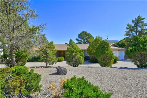 Photo of 906 STAGECOACH Road SE, Albuquerque, NM 87123 (MLS # 993026)