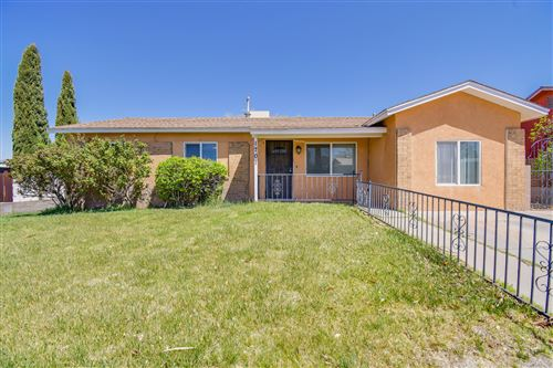 Photo of 1701 WHEELER Avenue SE, Albuquerque, NM 87106 (MLS # 990046)