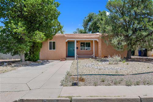 Photo of 320 MANZANO Street NE, Albuquerque, NM 87108 (MLS # 995046)