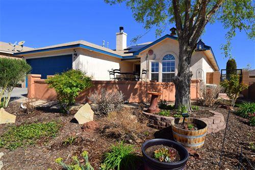 Photo of 10319 HACKAMORE Place SW, Albuquerque, NM 87121 (MLS # 990047)