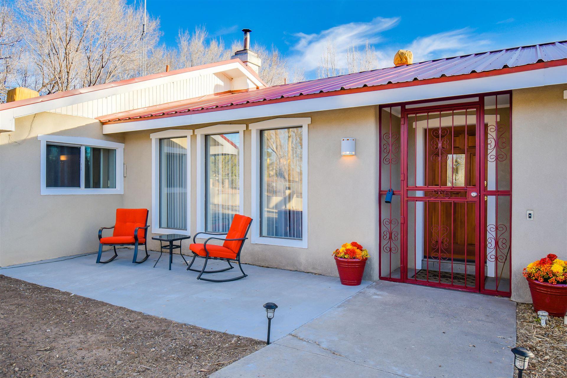 Photo of 516 ROEHL Road NW, Los Ranchos, NM 87107 (MLS # 986053)
