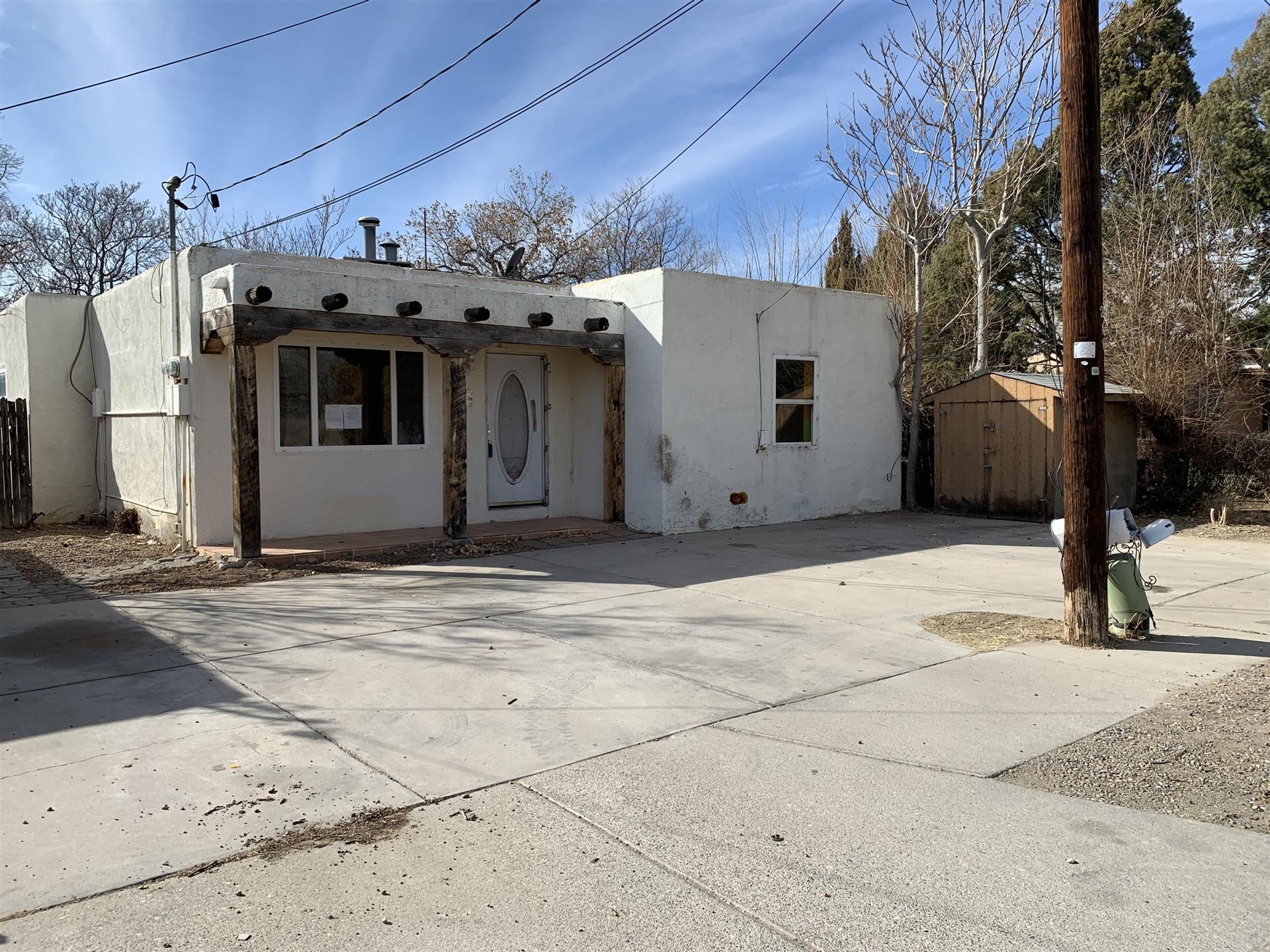 Photo of 223 40TH Street NW, Albuquerque, NM 87105 (MLS # 985056)