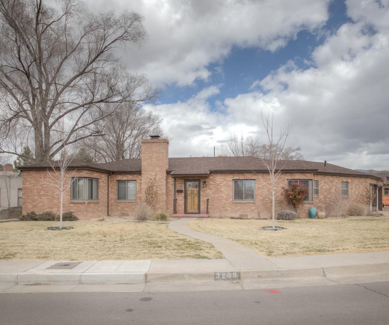 3209 LOMA VISTA Place NE, Albuquerque, NM 87106 - MLS#: 987066