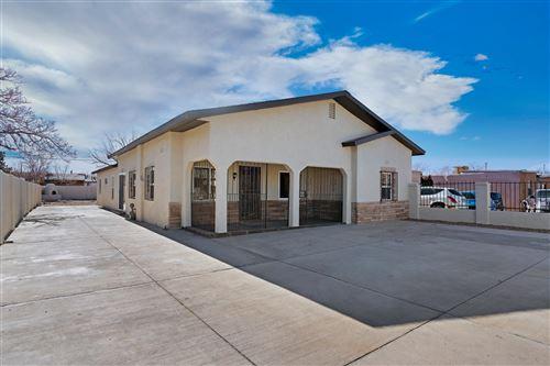 Photo of 918 AZTEC Road NW, Albuquerque, NM 87107 (MLS # 984067)
