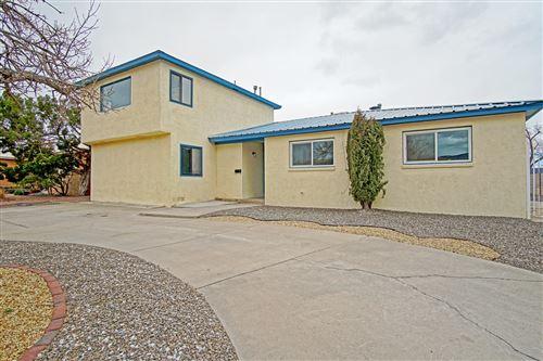 Photo of 1409 CAGUA Drive NE, Albuquerque, NM 87110 (MLS # 987094)