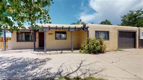 Photo of 5301 ARVILLA Avenue NE, Albuquerque, NM 87110 (MLS # 973101)