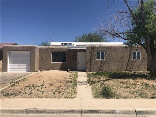 Photo of 3420 PALOMAS Drive NE, Albuquerque, NM 87110 (MLS # 978114)