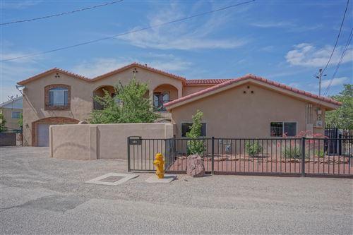 Photo of 909 KINLEY Avenue NW, Albuquerque, NM 87104 (MLS # 994118)