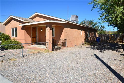 Photo of 2401 DORA Avenue NW, Albuquerque, NM 87104 (MLS # 979137)