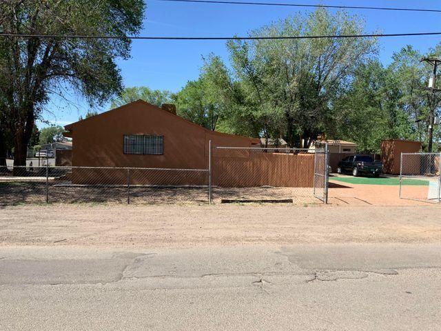 Photo of 3603 SANTA ANITA Road SW, Albuquerque, NM 87105 (MLS # 986144)