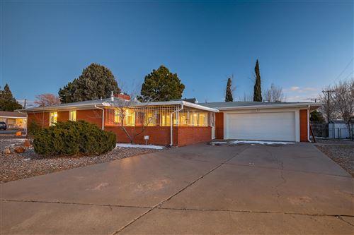 Photo of 1423 SOLANO Drive NE, Albuquerque, NM 87110 (MLS # 986151)