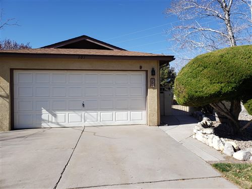 Photo of 301 ROCK CREEK PARK Avenue NE, Albuquerque, NM 87123 (MLS # 984159)