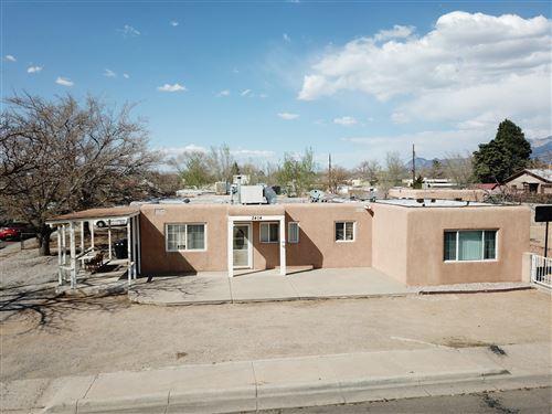 Photo of 2404 VALENCIA Drive NE, Albuquerque, NM 87110 (MLS # 989169)