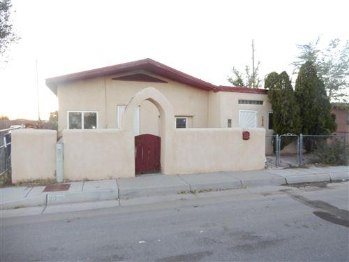 Photo of 2813 JOHN Street SE, Albuquerque, NM 87102 (MLS # 957180)