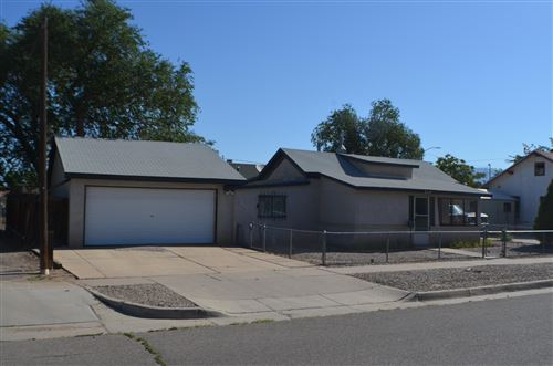 Photo of 609 KINLEY Avenue NW, Albuquerque, NM 87102 (MLS # 960183)