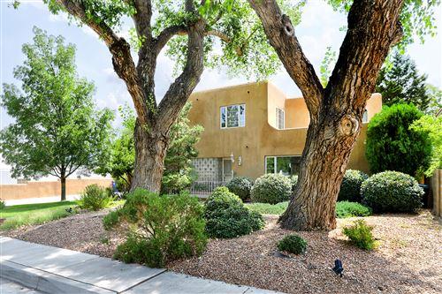 Photo of 908 SIERRA Drive SE, Albuquerque, NM 87108 (MLS # 997215)