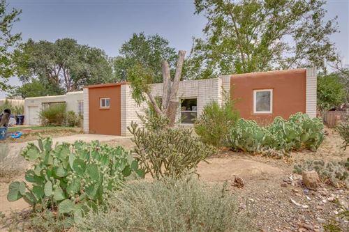 Photo of 704 PALOMAS Drive SE, Albuquerque, NM 87108 (MLS # 975236)