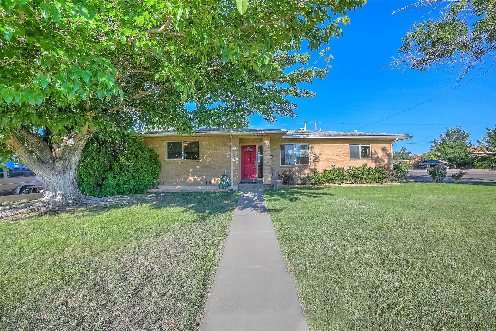 Photo of 1500 DARTMOUTH Drive NE, Albuquerque, NM 87106 (MLS # 970243)
