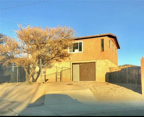 Photo of 720 MORRIS Street NE, Albuquerque, NM 87123 (MLS # 986260)