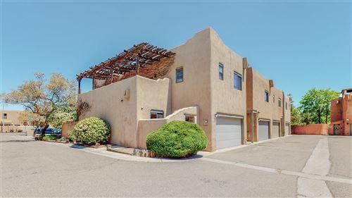 Photo of 806 Southeast Circle NW, Albuquerque, NM 87104 (MLS # 991264)