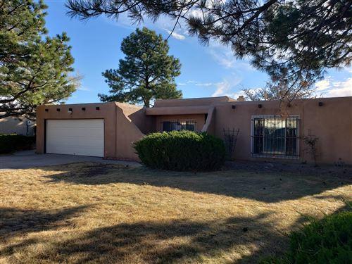 Photo of 10108 LA PAZ Drive NW, Albuquerque, NM 87114 (MLS # 981273)