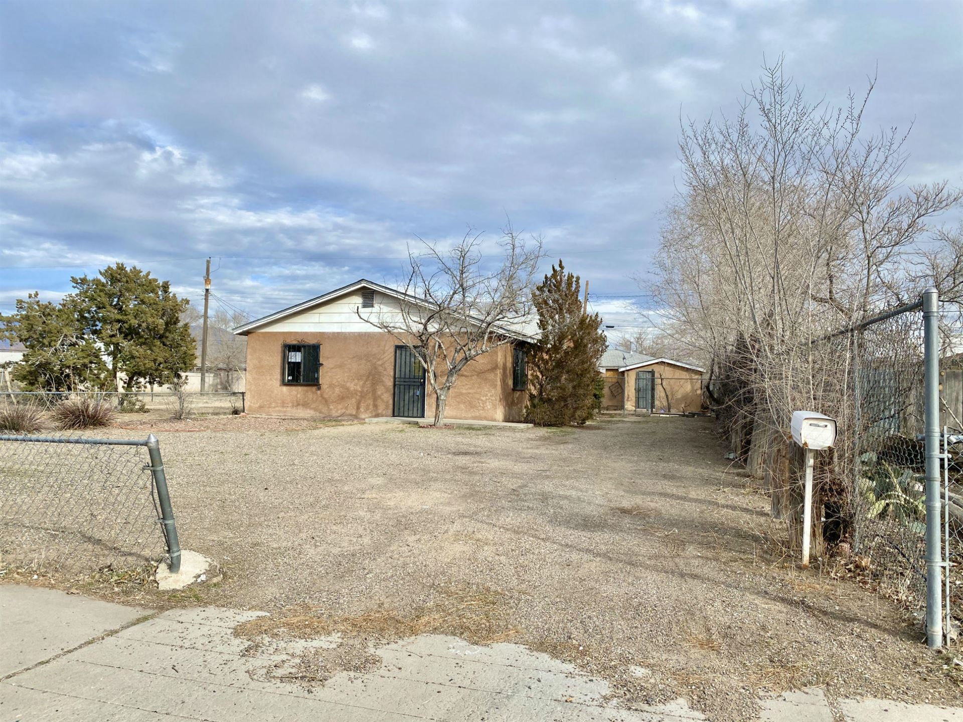 Photo of 1210 Los Tomases Drive NW, Albuquerque, NM 87102 (MLS # 962277)