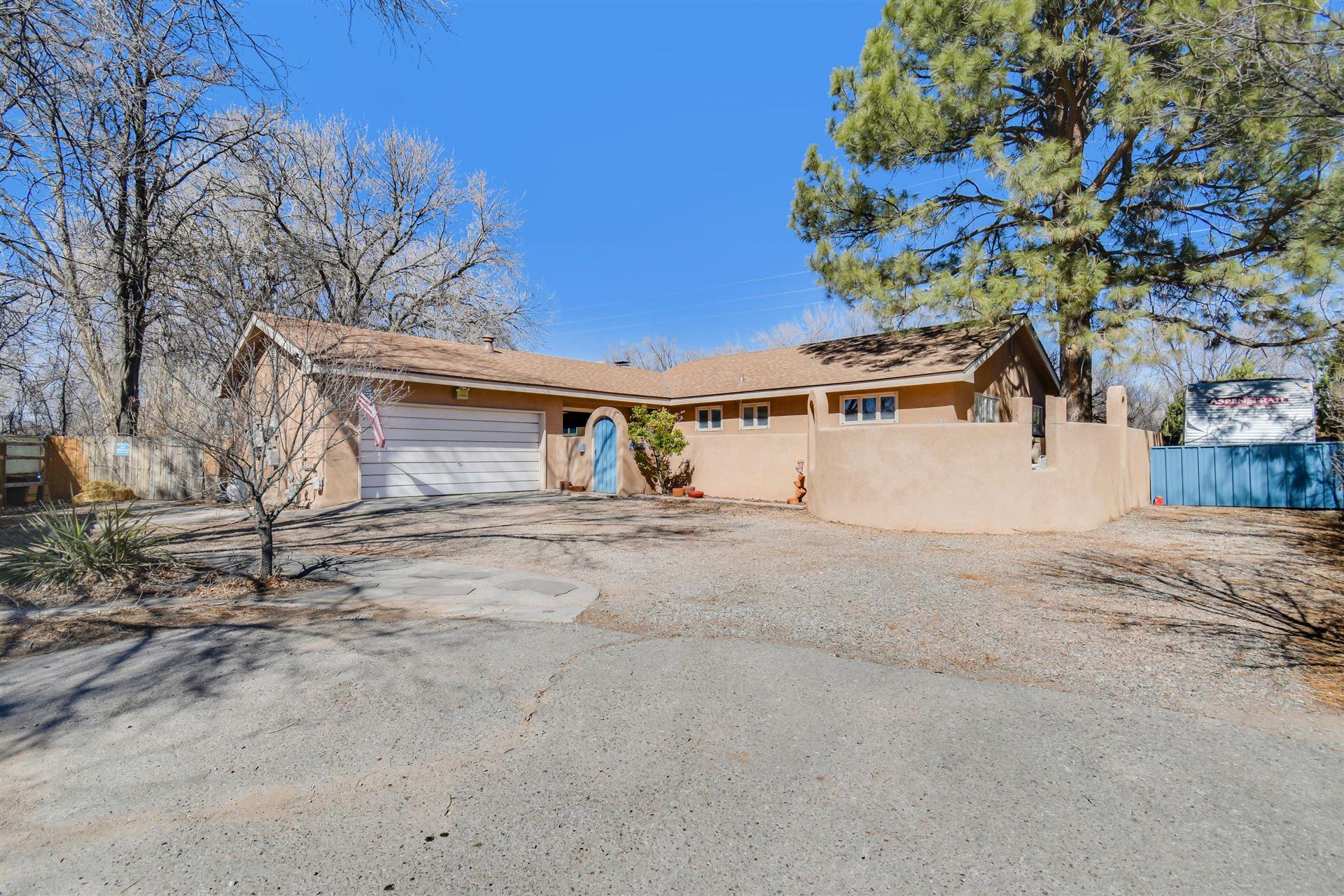 Photo of 801 CALLE DEL PAJARITO NW, Los Ranchos, NM 87114 (MLS # 986281)