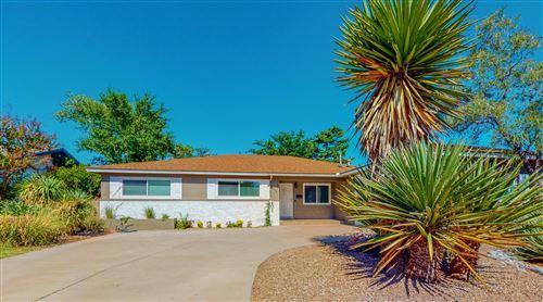 Photo of 1409 VALENCIA Drive NE, Albuquerque, NM 87110 (MLS # 996290)