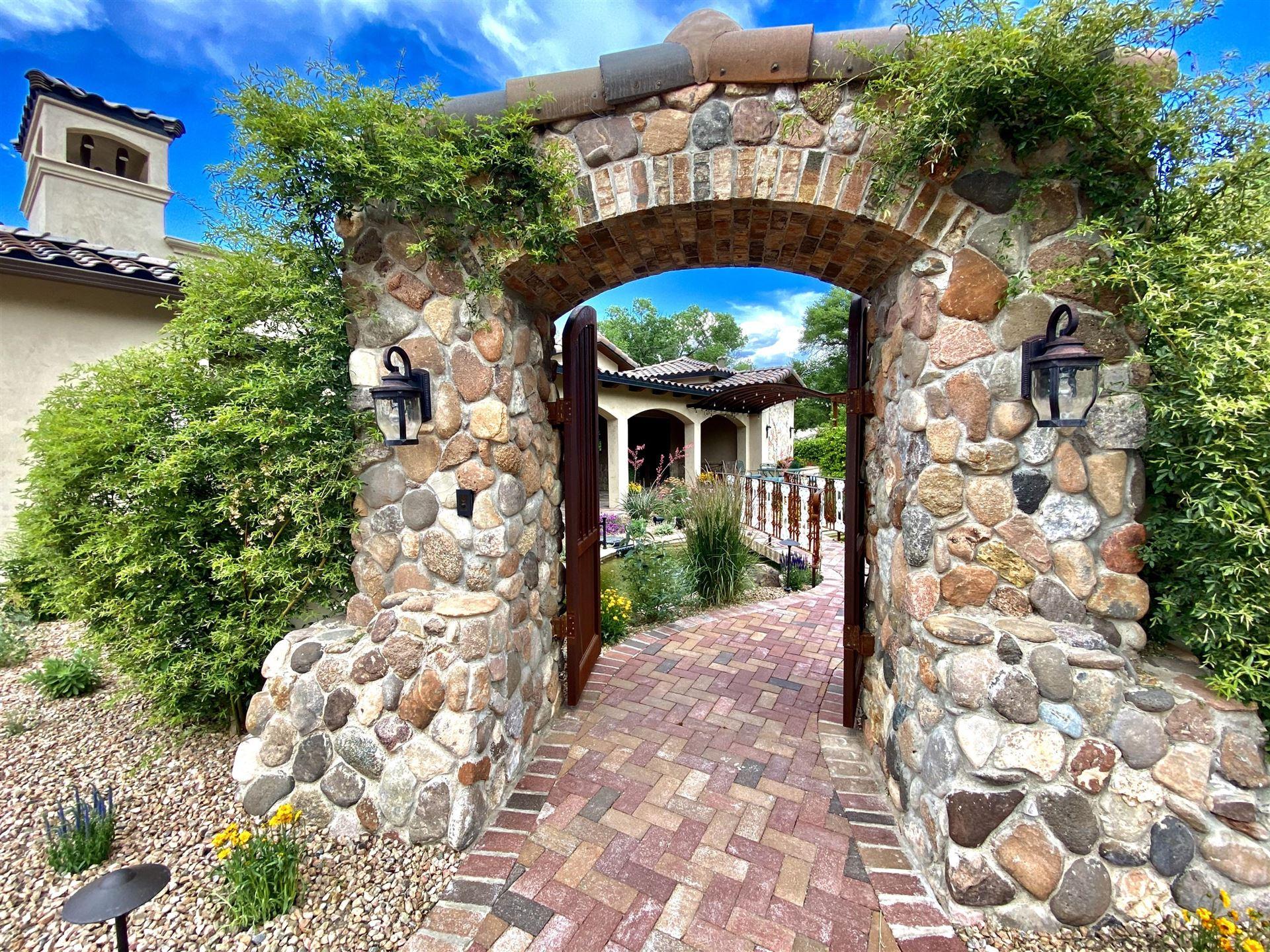Photo of 909 TERRA BELLA Court NW, Albuquerque, NM 87114 (MLS # 969303)