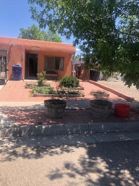 Photo of 508 APRIL Street SE, Albuquerque, NM 87123 (MLS # 993309)
