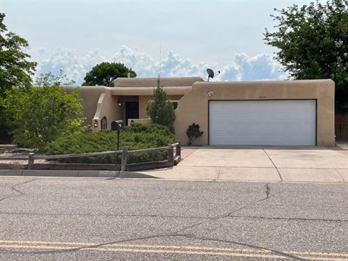 Photo of 10120 LA PAZ Drive NW, Albuquerque, NM 87114 (MLS # 997316)
