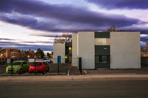 Photo of 300 La Veta Drive NE, Albuquerque, NM 87108 (MLS # 986324)