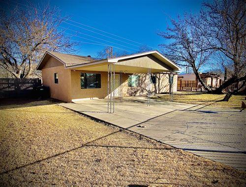 Photo of 3937 Mary Etta Avenue SW, Albuquerque, NM 87105 (MLS # 983325)