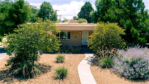Photo of 408 Lafayette Place NE, Albuquerque, NM 87106 (MLS # 952328)