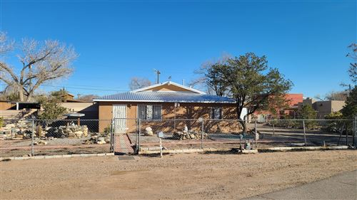 Photo of 3130 COUNTRY VIEW Road SW, Albuquerque, NM 87105 (MLS # 983354)