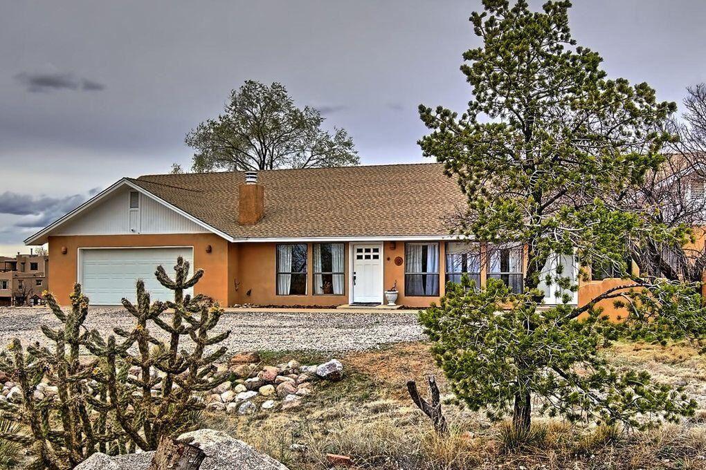 Photo of 11401 OAKLAND Avenue NE, Albuquerque, NM 87122 (MLS # 1000373)
