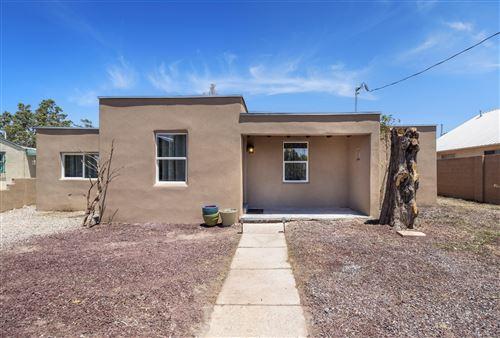 Photo of 811 GRIEGOS Road NW, Albuquerque, NM 87107 (MLS # 993374)