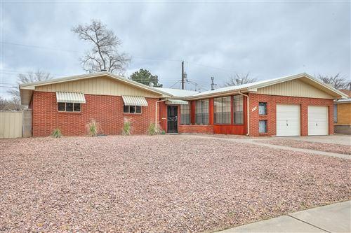 Photo of 514 PALOMAS Drive NE, Albuquerque, NM 87108 (MLS # 988382)