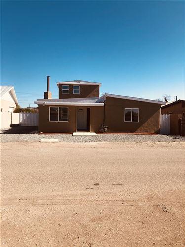 Photo of 145 DANIEL Circle NW, Albuquerque, NM 87107 (MLS # 990383)