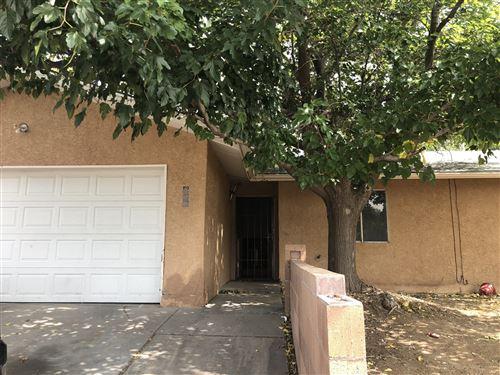 Photo of 828 EASTRIDGE Drive NE, Albuquerque, NM 87123 (MLS # 977391)