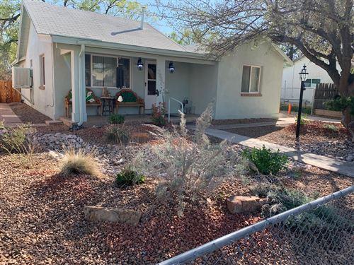 Photo of 2440 ORO VISTA Road NW, Albuquerque, NM 87107 (MLS # 972401)