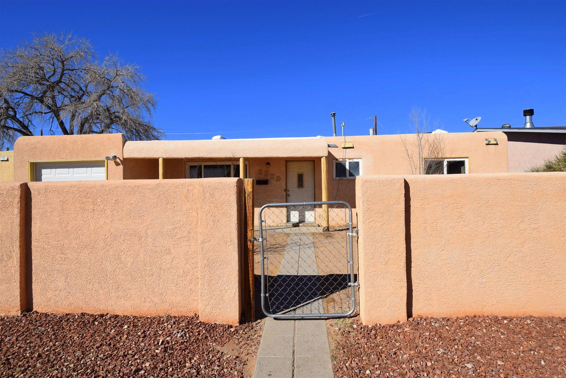 Photo of 2329 KIMO Drive NE, Albuquerque, NM 87110 (MLS # 986402)