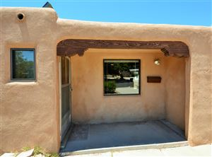 Photo of 909 Laguayra Drive NE, Albuquerque, NM 87108 (MLS # 949409)