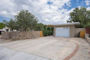 Photo of 1116 STANFORD Drive NE, Albuquerque, NM 87106 (MLS # 959433)