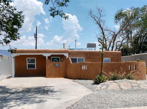 Photo of 916 PALOMAS Drive SE, Albuquerque, NM 87108 (MLS # 994438)