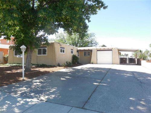 Photo of 11636 COPPER Avenue NE, Albuquerque, NM 87123 (MLS # 977469)